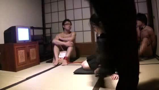 制服の姉の無料ハメ撮り動画。女子高生制服コスプレが似合い過ぎなお姉さんを犯す